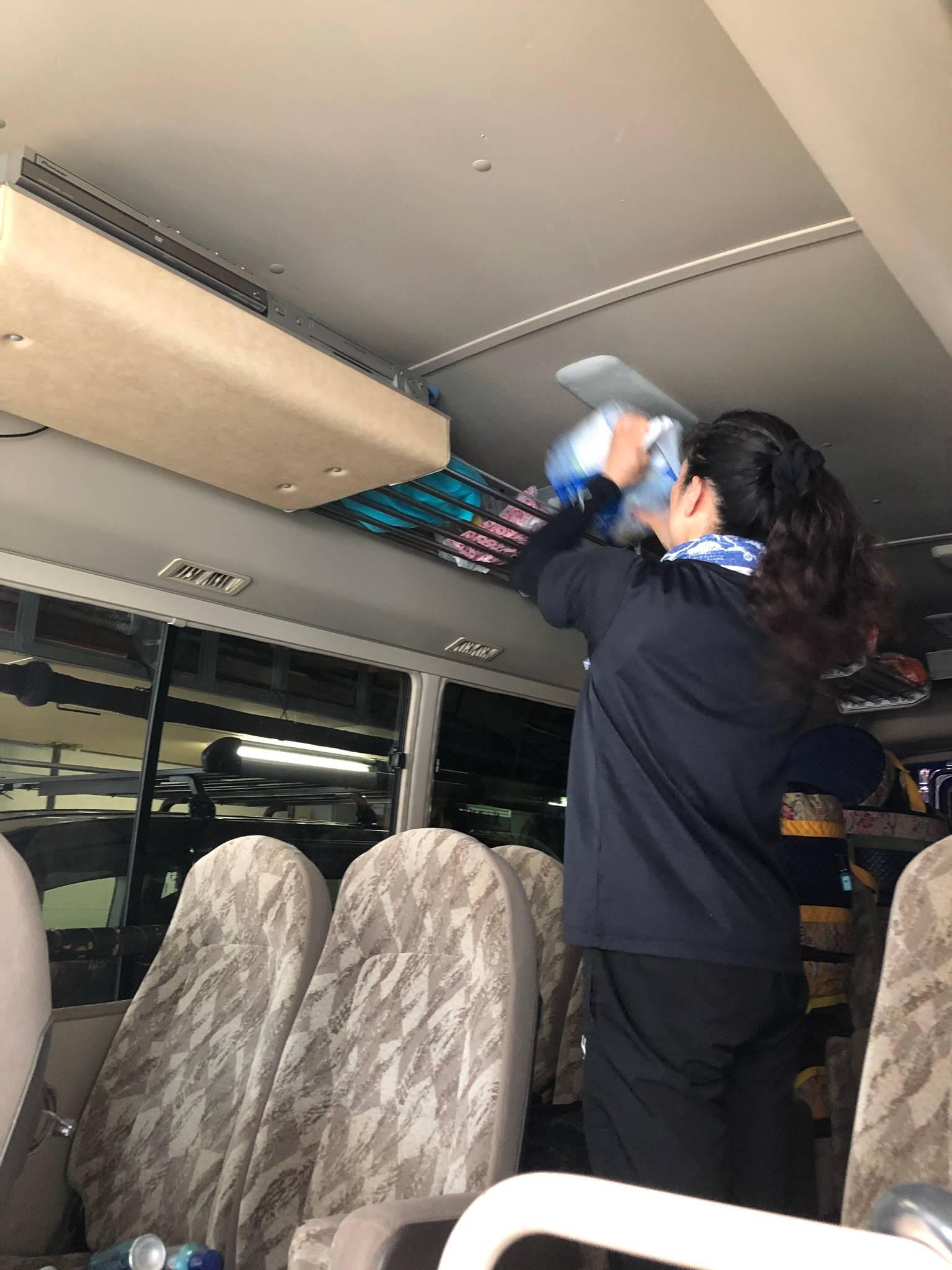 バスの中も